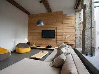 Loft france: Salon de style  par New Home Agency