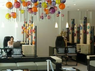 décoration d'un hall d'accueil Espaces de bureaux modernes par Verrerie de soisy sur ecole Moderne