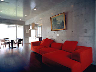 House of Kami 一級建築士事務所アトリエm Living room Reinforced concrete Grey