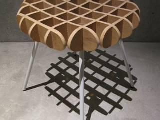 waffle chair: 川添純一郎建築設計事務所が手掛けたリビングルームです。