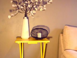 Yellow touch: Salon de style  par Atelier Jûlidé