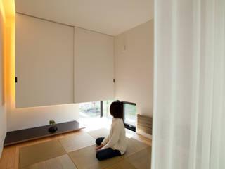 Salle multimédia de style  par 一級建築士事務所 Atelier Casa, Asiatique