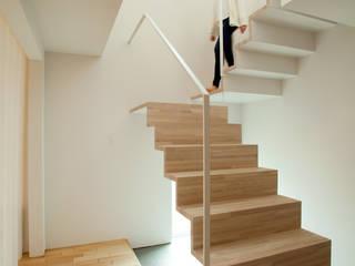 Couloir et hall d'entrée de style  par 一級建築士事務所 Atelier Casa, Moderne