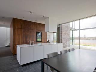 Cocinas de estilo moderno de MIR architecten Moderno