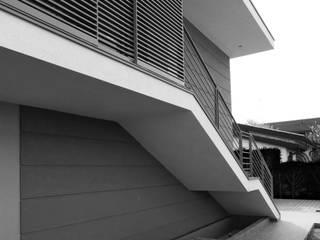 House B Дома в стиле модерн от Lorenzo Spinazzi Architetto Модерн