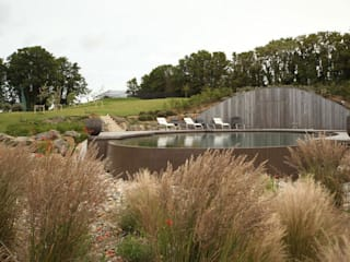 Treverra Farm, Rock:   by Mackenzie Wheeler Architects + Designers