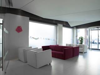 Smart Hotel:  in stile  di Architetto Federica Frattarolo Studio