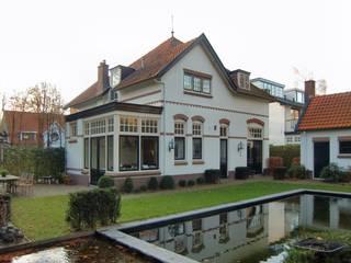 Uitbreiding en verbouwing monumentaal woonhuis:   door Architectenbureau Van Löben Sels