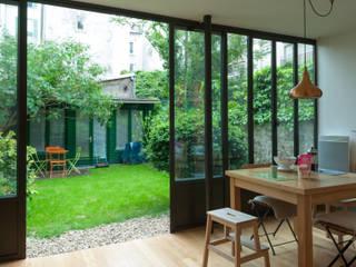 Extension d'une maison parisienne Maisons modernes par Emmanuel CROS architecture Moderne