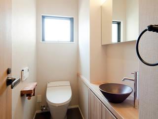 Toilet: 一級建築士事務所 Kenso Architectsが手掛けた浴室です。,