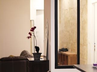 Appartement BRNT: Couloir et hall d'entrée de style  par BIENSÜR Architecture