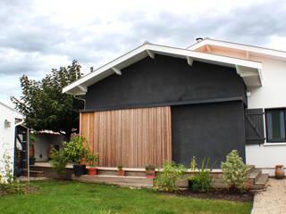 Maison SLNV: Maisons de style  par BIENSÜR Architecture