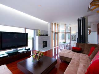 Y.W.H モダンデザインの リビング の 一級建築士事務所ATELIER-LOCUS モダン