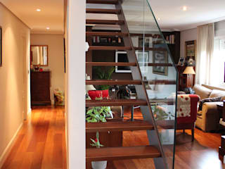 REFORMA DE DUPLEX Pasillos, vestíbulos y escaleras de estilo minimalista de forma2arquitectos Minimalista