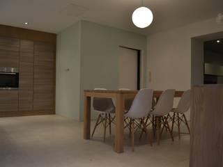 Extension d'une maison d'habitation:  de style  par Bonmariage Annelyse