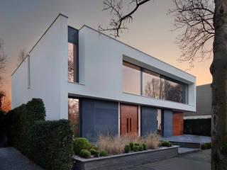 VILLA BJ VAN ROOIJEN ARCHITECTEN Moderne huizen Leisteen Grijs