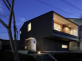 Casas de estilo ecléctico de 内田雄介設計室 Ecléctico