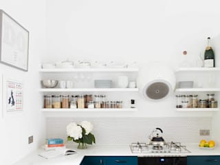 bright & airy flat : hoxton 모던스타일 주방 by Cassidy Hughes Interior Design 모던
