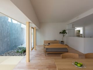 Kusatsu House: ALTS DESIGN OFFICEが手掛けた寝室です。