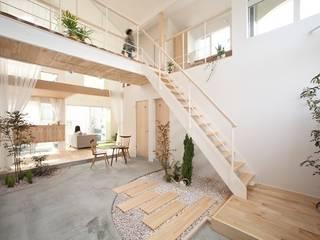 Kofunaki House: ALTS DESIGN OFFICEが手掛けた廊下 & 玄関です。