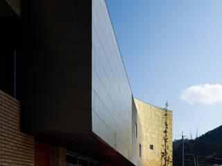 Entrance of the clinic: 北脇一郎建築設計事務所/Ichiro Kitawaki architectsが手掛けたです。