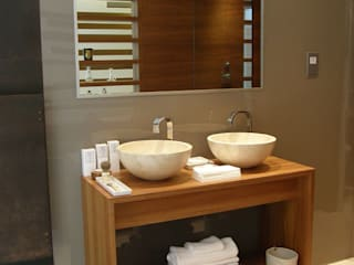 Kensington Teak Bathroom: modern  by William Garvey Ltd, Modern