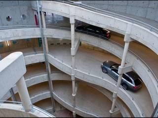 Parking en ouvrage P+R Rotonde (454 places): Garage / Hangar de style  par meyzaud & architectes