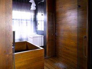 Teak bath and shower:   by William Garvey Ltd