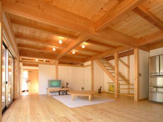 ห้องนั่งเล่น โดย 三宅和彦/ミヤケ設計事務所, ผสมผสาน