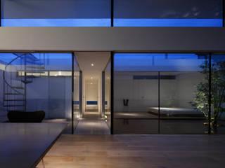 夜は幻想的に ミニマルな 家 の TNdesign一級建築士事務所 ミニマル