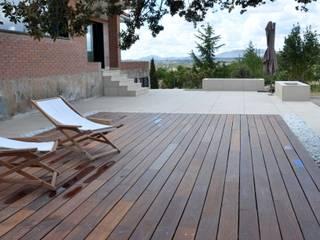 #unifamiliarVALDEMORILLO Balcones y terrazas de estilo moderno de +2 Moderno