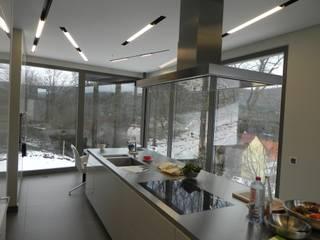 現代廚房設計點子、靈感&圖片 根據 WR GmbH Werkstätten für Raumgestaltung 現代風