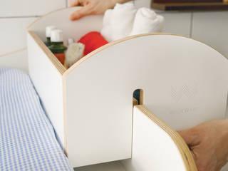 Die Aufsteckbox kann mit Hilfe eines Stecksystems links wie rechts auf der Umrandung befestigt werden.:   von WICKWAM