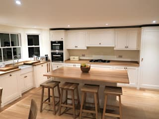 The Regent's Park Kitchen Classic style kitchen by NAKED Kitchens Classic