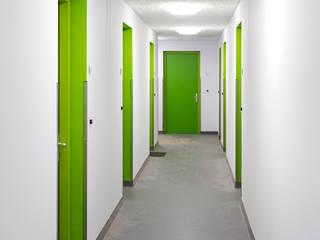 Jongerentoren Planck:  Gang en hal door zofa architecten
