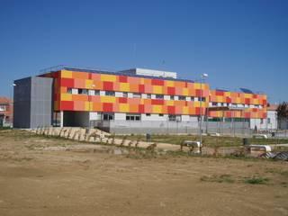 Colegio Santa María La Blanca de E-ARCHT Arquitectura + Ingeniería Moderno