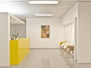Modern clinics by Studio DLF Modern