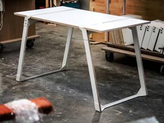 Beast Tisch (inkl. Making Of) von Studio DLF Minimalistisch