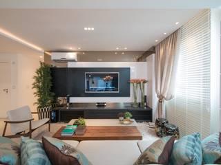 Refúgio à beira mar : Salas de estar  por Actual Design,Moderno