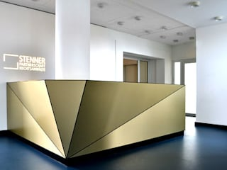 Interior and Corporate Design Stenner Rechtsanwälte · Berlin: modern  von IONDESIGN GmbH,Modern