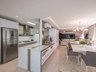 Refúgio à beira mar : Cozinhas  por Actual Design,Moderno