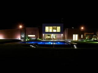 Casas estilo moderno: ideas, arquitectura e imágenes de Matteo Gattoni - Architetto Moderno