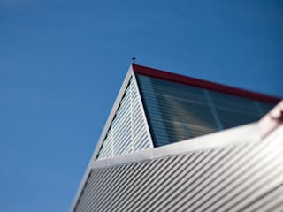 Ateliers municipaux: Garage / Hangar de style  par Christian Larroque