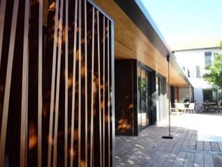 Extension d'une maison: Maisons de style  par Christian Larroque