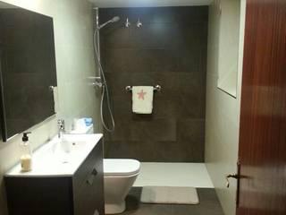 Baños de estilo moderno por Prodereco