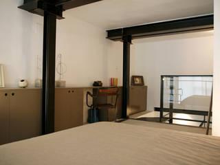 Chambre -coin bureau :  de style  par Karine Herz - Design Interieur