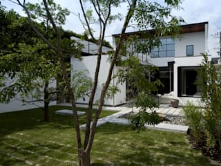Modern home by Sakurayama-Architect-Design Modern