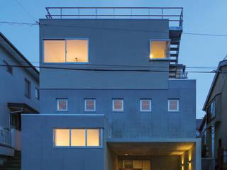 北側外観の夕景: 株式会社フォルムス/FORMSが手掛けた家です。