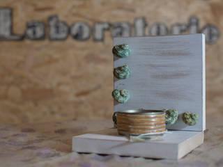 Portacandele con conchiglie:  in stile  di All - Pro sas