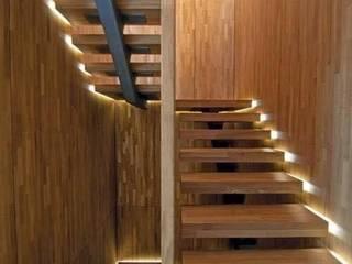 BOOK ESCALIER Couloir, entrée, escaliers modernes par Agence Al Dentro / Adélia Verdiel Moderne
